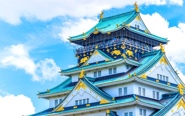美しい瓦の大阪城
